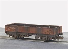 Model of the British Railways international ferry open tube wagon painted in bauxite livery with a weathered finish.These long wheelbase open wagons were built for international services via the train ferry connections to mainland Europe.