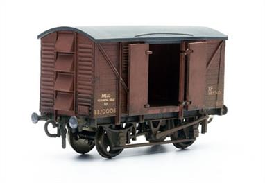 Dapol C41 00 Gauge 10 Ton Meat Van KitGlue and paints are required to assemble and complete the model (not included).