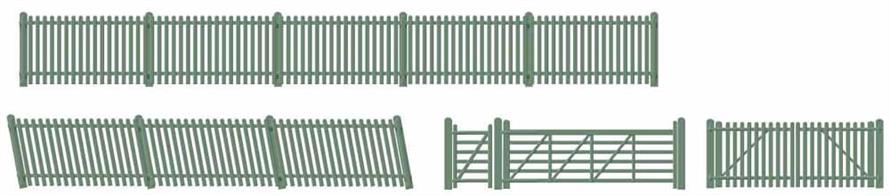 Supplied with pre-coloured parts although painting and/or weathering can add realism; glue is required to complete this model.This pack contains:  • 340mm of Straight Fencing • 2 x 102mm lengths of Ramp Fencing • 1 Large and 1 Small Gate • 2 Ramp Gates • 1 Ticket Gate