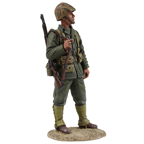 W Britain WW2 US Marine Rifleman<p>The Marine Corps has been a component of the U.S. Department of the Navy since 30 June 1834, working closely with naval forces for training, transportation, and logistics.</p><p>1/30 Scale</p><p>Matt Finish</p>