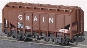 Block trains carrying specialised loads are a feature of the modern railway. All Peco wagons feature free running wheels in pin point axles. The ELC coupling, whilst compatible with the standard N gauge couplings, keeps a realistic distance between vehicles and enables the PL-25 electro magnetic decoupler to be used for remote uncoupling.These grain wagons were among the earliest 'modern' goods wagons on British Railways, with a chassis suitable for running at higher speeds, a larger load capacity than the traditional grain wagons built in the 1950s and fitted with vacuum train brakes. Many were leased to Scottish whiskey manufacturers and painted in a blue livery with brand advertising on the sides. Later many were used in general grain traffic and for other bulk power traffic including alumina.