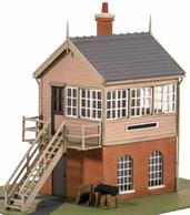 A detailed plastic kit building a signal box based on the box at Highley on the Severn Valley Railway. Appearing quite typical of GWR signal boxes with a brick base and wooden top this particular box was supplied by signalling contractors Mackenzie & Holland, their design 'type 3', making this kit ideal for freelance layouts set anywhere in the country. Size 92x51mm including steps.