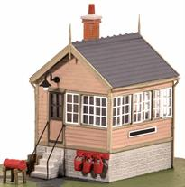 Detailed model kit to build a small platform or ground mounted signal box.<br />Small signal boxes like this one were built at many minor branchline stations where traffic did not require a larger 'box to manage the basic arrangements of passing loop and siding. This size would also be suitable a level crossing box with signals operated by the crossing keeper to warn approaching trains.<br />Size 65x50mm