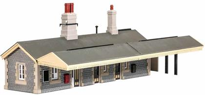 A detailed plastic kit modelled on the stone-built station building at Castle Cary, Somerset. The local stone construction allows the structure to easily be relocated to anywhere in Britain by adjusting the finish painting to match the colours used by the appropriate railway company. This structure incorporates all of the facilities needed at a country station and the kit is completed with optional notice/poster boards, telephone and first aid boxes.Model measures 210x135mm including canopy.