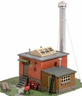 This versatile building would contain a boiler to provide steam either for a pump raising water or to generate electricity for a small factory. Supplied with pre-coloured parts although painting and/or weathering can add realism; glue is required to complete this model. Footprint 110mm x 90mm