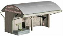 Many merchants had private sidings where they could be supplied directly by rail. This kit includes office, loading platform, coal scales, hoist and 2 lamps and can be constructed in a number of ways. The Ratio 514 Pallets, Sacks and Barrels, 526 Coal Sacks kits and Modelscene 5029 Coalmen and Scales can provide extra detailing. Supplied with pre-coloured parts although painting and/or weathering can add realism; glue is required to complete this model. Footprint 160mm x 105mm