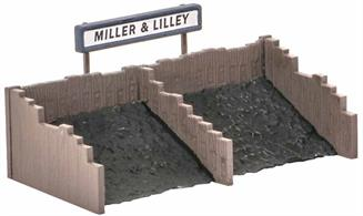 Suitable for extending the Coal Depot (Ref 532) or as a stand alone item. The Ratio 526 Coal Sacks kit and Peco Scene Real Coal Refs PS-330,1 and 2 can provide extra detailing. Glue and paints required to complete model. Footprint: 75mm x 32mm