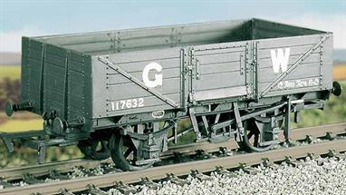 This kit builds into a nicely detailed model of the later design of GWR 5-plank general merchandise open wagon, using the RCH standard underframe. This kit has been produced under the Ratio banner for many years and has now been merged into the Parkside wagon kits range.