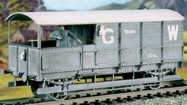 The distinctive long wheelbase single-verandah GWR 20-ton TOAD goods train brake vans were built with few significant changes for many years. This kit has been produced under the Ratio banner for many years and has now been merged into the Parkside wagons kits range.