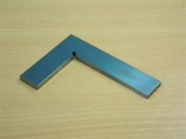 782-11 Excellent Quality Precision Flat Square - supplied in a wooden case.INOX STEEL - DIN 875. Size: 100 x 70mm.