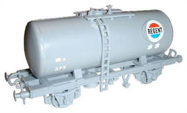 Dapol C90 00 Gauge Class B Tank Wagon Kit - Regent LiveryGlue and paints are required to assemble and complete the model (not included).
