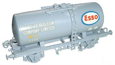 Dapol C36 00 Gauge Class B Tank Wagon Kit Esso LiveryGlue and paints are required