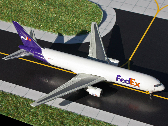 Gemini Jets 1/400 Fedex Express Boeing 767-300 Jet Aircraft Model GJFDX1348<BR>Geminis superb diecast scale model of a Fedex Express Boeing 767-300 Jet Aircraft Model
