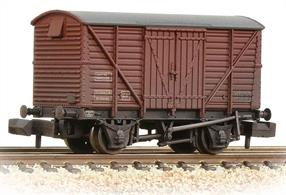 A detailed model of the standard BR 12-ton box van. Built in the 1950s these wagons were among the last of the traditional vacuum braked wagons, with a small fleet still in use until the mid 1980s.