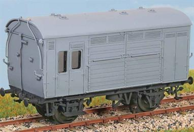 Diagram N13. 300 of these were built in the 1920s with many lasting into the 1950s and 60s. Seen throughout Britain carrying horses to racecourses and stables, invariably marshalled in passenger or parcel trains. These finely moulded plastic wagon kits come complete with pin point axle wheels and bearings.