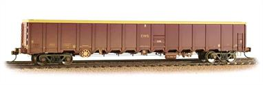 EWS ordered these large capacity open box wagons to replace hundreds of older open wagons. These wagons normally run in sets of four, two outer wagons with buffers either end of two bufferless inner wagons.