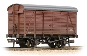 An excellent model of the southern railway uneven planked box van as running in BR bauxite livery of the 1950s.