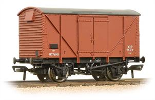 A new model of the BR standard design van with steel ends and plywood side sheeting. Several thousand of these box vans were built alongside the planked version of the same basic design.Painted in the BR bauxite colour for vacuum brake fitted goods wagons, many of these wagons carried this livery until withdrawn in the 1970s and it is commonly seen today on preserved examples.