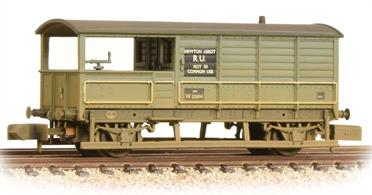 New tooling has replaced the original Farish GWR 'Toad' brake van model, bringing the model up to the standards of new models.This is a detailed model of the GWR standard long wheelbase brake van with the distinctive large verandah at one end. This model is painted in the early British Railways goods grey livery.British Railways standard brake vans with the brake wheel inside the cabin replaced these ex-GWR vans in the 1950s, but the surplus GWR vans with a large cabin and enclosed verandah were eagerly adopted by the engineers, quickly finding new homes all across the network.Eras 4-5. Length 56mm. NEM plug-in couplers.