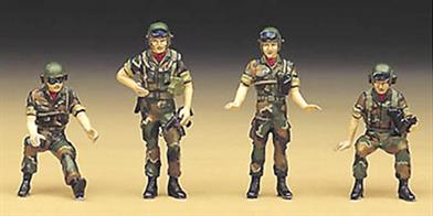 Pack of four Repulic of Korea tank crew figures Commander, gunner, driver, and loaderPaints are required to complete the figures and gun(not included)