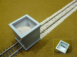 Perfect ballast spreading is never problem again with this easy to use Ballast Spreader.The spreader is a hopper type device with slots underneath to deposite ballast into the centre of the track and on either side. The entire unit can be slid along the track, leaving behind an even layer of ballast between the sleepers.