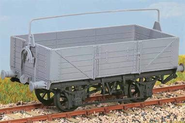(Diagram O11/15) Over 12000 were built between 1909 and 1922. 011 had hand brake only and 015 wagons had the vacuum brake. Examples lasted into the 1950s. These finely moulded plastic wagon kits come complete with pin point axle wheels and bearings.