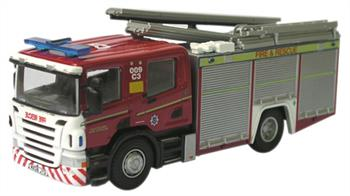 Oxford Diecast 1/76 Cleveland Fire & Rescue Fire Engine 76SFE001