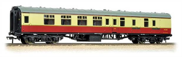 An excellent model of the BR Mk.1 coach of the 1950s in the original crimson and cream livery. The brake second BSK vehicle contained 4 second class compartments, a guards office and stowage area for baggage and mails.