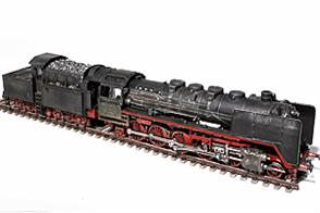 The BR50 was developed from 1937 onwards as a powerful goods hauling standard locomotive for use on branch lines. With a total of 3164 locomotives, produced by almost all German builders between 1938 and 1945, the BR50 was one of the most widely used steam locomotive classes in Germany. Due to the war, the last series was technically simplified and designated BR50 UK (Umbau Kriegslokomotive). The BR50 was developed to replace obsolete steam locomotives on branch lines. At 16t, the low axle load of the BR50 made it suitable for universal use.