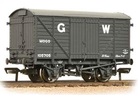 Model of the GWR end door equiped goods box van. These wagons were built with the conveyance of motor cars in mind, however the fitting of standard side doors allowed the wagons to be used as regular ventilated box vans, increasing their utilisation.Era 3