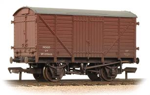 Model of the GWR end door equipped goods box van, used for the conveyance of motor cars. Painted in the Bauxite livery used by BR to distinguish wagons fitted with vacuum train brake.Eras 4-6