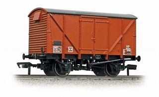 A new model of the BR standard design van with steel ends and plywood side sheeting. Several thousand of these box vans were built alongside the planked version of the same basic design.Painted in the�later style BR bauxite livery scheme�for vacuum brake fitted goods wagons with boxed lettering, many of these wagons carried this livery until withdrawn in the 1970s.