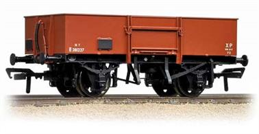 Bachmann 38-327 00 Gauge BR Steel Bodied Open Wagon with Smooth Sides Early Bauxite FinishA model of the BR standard design steel-bodied open merchandise wagon.This model will be painted in the early BR bauxite livery.