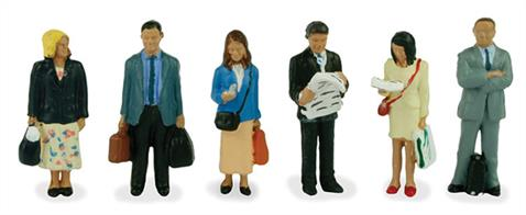 Bachmann OO Standing Passengers with Luggage Pack of 6 Figures 36-044Pack of pre-painted standing passenger figures.