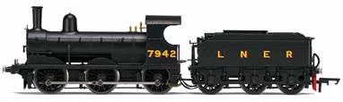 Hornby Railways R3529 OO Gauge LNER 7942 J15 Class ex-GER 0-6-0 Small Goods Engine LNER BlackDimensions - Length 218mm.A detailed model of the LNER class J15 0-6-0 goods engines.DCC Ready. 8-pin decoder required for DCC operation.