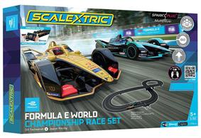 The Scalextric Spark Plug Formula E set can have up to 12 players – 2 drivers and a team of 5 additional pit crew. The pit crew can deploy power ups and are assigned an in-app pit crew position, including chief mechanic and lollipop. These players must effectively complete mini games as a team to successfully complete the pit crew challenge!