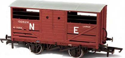 Oxford Rail OR76CAT002 OO Gaug LNER Cattle Wagon Bauxite Finish Lettered NEA detailed model of the LNER design cattle wagon painted in LNER goods bauxite brown livery.The LNER was slow to adopt steel underframe, so while the design of the cattle wagon followed the style used by the other four major railway companies the LNER examples continued to use wood underframes. This model reflects these details, along with the solid three-part doors with hand access holes, producing an accurate OO gauge replica of the LNER cattle wagon for the first time.