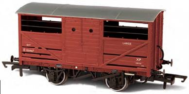 Oxford Rail OR76CAT001 OO Gauge BR ex-LNER Cattle Wagon BR Bauxite FinishA detailed model of the LNER design cattle wagon painted in British Railways goods bauxite livery.The LNER was slow to adopt steel underframe, so while the design of the cattle wagon followed the style used by the other four major railway companies the LNER examples continued to use wood underframes. This model reflects these details, along with the solid three-part doors with hand access holes, producing an accurate OO gauge replica of the LNER cattle wagon for the first time.