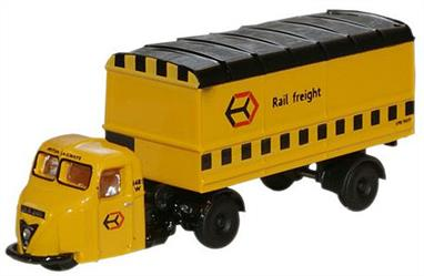 N gauge enthusiasts will love this Scammell Scarab in Railfreight colours. Synonymous with railway yards for many years this Oxford mechanical horse replica will grace any model railway layout of the era.