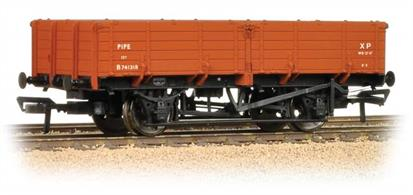A highly detailed model of the BR design 12-ton pipe wagon painted in the early bauxite livery.These long drop-side wagons were a useful high capacity open goods wagon originally designed to convey pipes. A large number were built in the 1950s as post-WW2 reconstruction got underway and the mains sewer network was expanded, modernised and pipes renewed.Era 4 1948-1947
