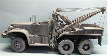 Mirror Models 35801 1/35 Scale US World War 2 Diamond T 969 Wrecker.This kit contains over 570 parts including clear plastic parts for glazing  Scale chains and ropes and decal sheets for 2 variants are included. A 20 page illustrated instruction booklet accompanies the kit.Adhesive and paints are required to assemble and complete the model (not included).