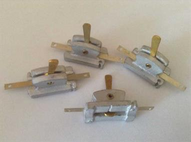 Pack of 4 single non-locking levers with a variable throw of up to 4.75mm. (3/16th. inch)Can be used singly or grouped together, attached directly to a point tie bar or connected remotely using the Mercontrol  wire-in-tube system.Fix securely with pins or small screws through slots at each end.Stock - Will be supplied from larger packs when needed.