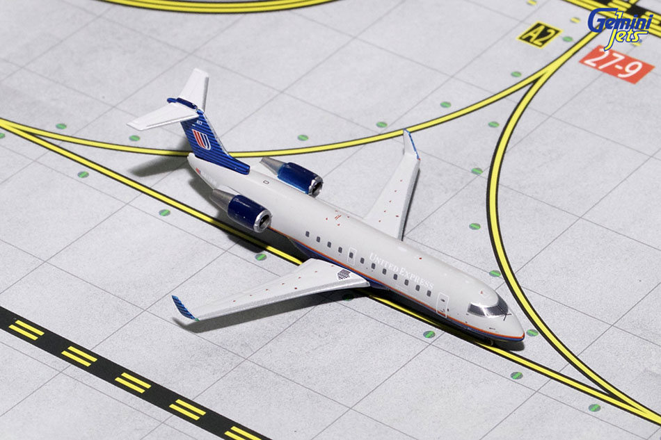 Gemini Jets 1/400 United Express Grey Livery CRJ-200 N417AW Diecast Airline Model GJUAL1633