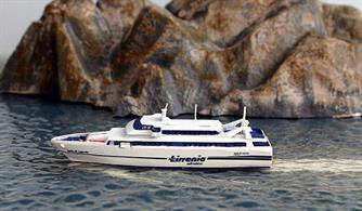 Isola di Capraia is a fast ferry of Tirrenia lines, home port Porto Ferraio and serving Napoli & Termoli.Mare Nostrum is a new maker from Austria. The models are sharply cast in resin & nicely painted.Length 5.7cm