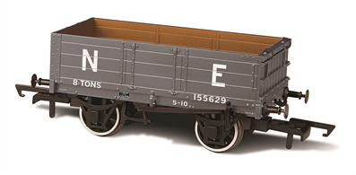 Oxford Rail OR76MW4007 OO Gauge 4 Plank Mineral Wagon LNER 155629 (ex NBR)Oxford Rail have choosen the North British Railway 'Jubilee' design coal wagon with its distinctive heavily braced end door as the prototype for their 4 plank wagon.