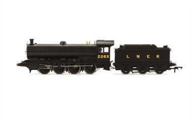 Hornby Railways R3541 OO Gauge LNER 2265 Raven Class Q6 0-8-0 Heavy Goods Engine LNER BlackDimensions - Length 240mm.Nicely detailed model of this heavy goods locomotive.DCC Ready. 8-pin decoder required for DCC operation.