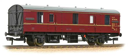 Bachmann Branchline 39-550 OO Gauge British Railways Mk.1 Design CCT Covered Carriage Truck BR Maroon Livery.