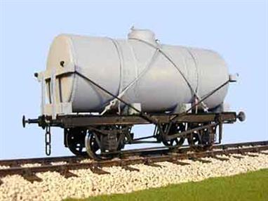 Slaters 7056 0 Gauge 14 Ton Cylindrical Tank WagonTransfers not included available separately:-70138A Anglo American70138BP British Petrolium70138P Anglo Persian Oil70138S Scottish Oil Agency