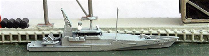 A 1/1250 scale metal model of an Australian patrol boat of the Armidale class. 14 ships were built by Austal and 13 of them are still in service (Bundaberg was withdrawn following a fire). A number of design flaws have appeared in service and early replacement (2020) is being sought. Hull fractures have lead to a strengthening program; the work being done in Singapore..