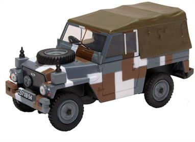 Oxford Diecast 1/43 Land Rover 1/2 Ton Lightweight Canvas Berlin Scheme 43LRL004